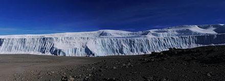 Wie immer falsch: Kilimandscharogletscher lebt, obwohl er gem. Computersimulation längst geschmolzen sein müsste