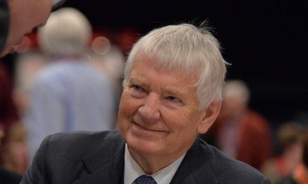 Appell an Schweizer: Ex-Innenminister Schily warnt vor Energiewende
