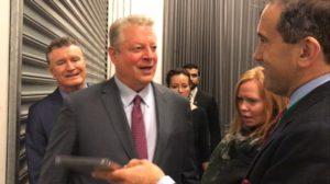 Auge in Auge: Cfact Morano konfrontiert Gore mit der DVD ,Climate Hustle' in Australien! Gore lehnt ab und rauscht im SUV davon