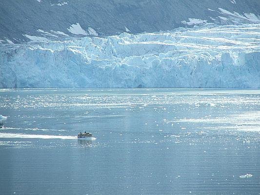 """Ein weiteres """"Narrenschiff"""" ist im arktischen Eis gefangen und muss gerettet werden"""