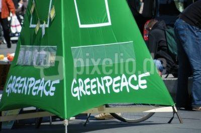KLARES FEINDBILD  Greenpeace schlägt zu: Autos verbieten