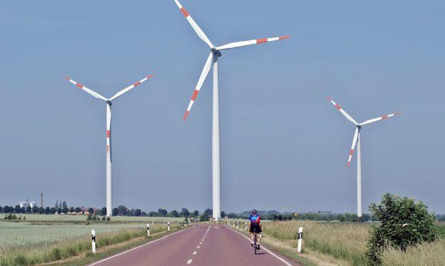 """Bill Gates über unzuverlässige Wind- und Solaranlagen: """"Hören Sie auf, mit Erneuerbaren und Batterien rumzudatteln"""""""
