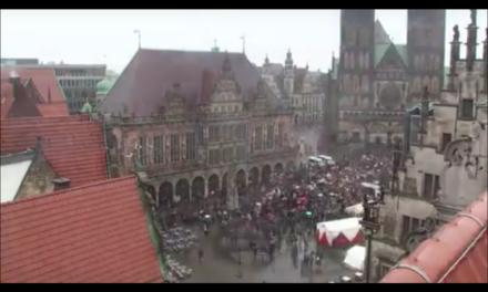 """Zu kalt und naß: Klimademo gegen die """"Heißzeit""""-Katastrophe in Bremen schnell vorbei"""