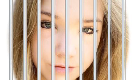 """Deutsche Behörden drohen Naomi Seibt mit Gefängnisstrafe wegen """"Verweigerung"""""""