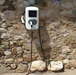 Regierungsamtliche Phantasterei: Aufladen von Elektro-Fahrzeugen